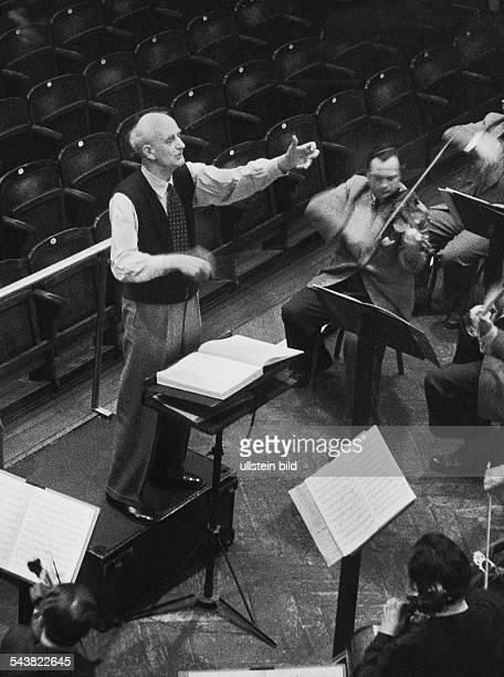 Furtwaengler Wilhelm *25011886Dirigent Komponist D bei den Proben zu seinem letzten Konzert in Hamburg 1953