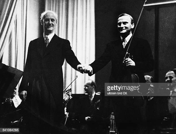 Furtwaengler Wilhelm *25011886Dirigent Komponist D mit dem Violinisten Yehudi Menuhin nach einem Konzert im Titania Palast Berlin