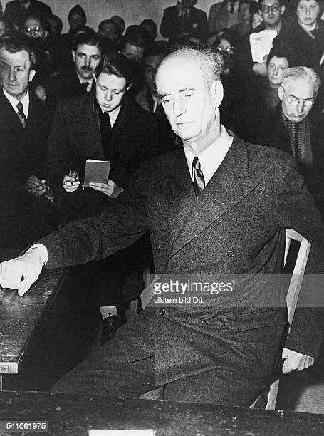 Furtwaengler Wilhelm *25011886Dirigent Komponist D vor dem Entnazifizierungsausschuss fuer Kunstschaffende in Berlin Dezember 1946