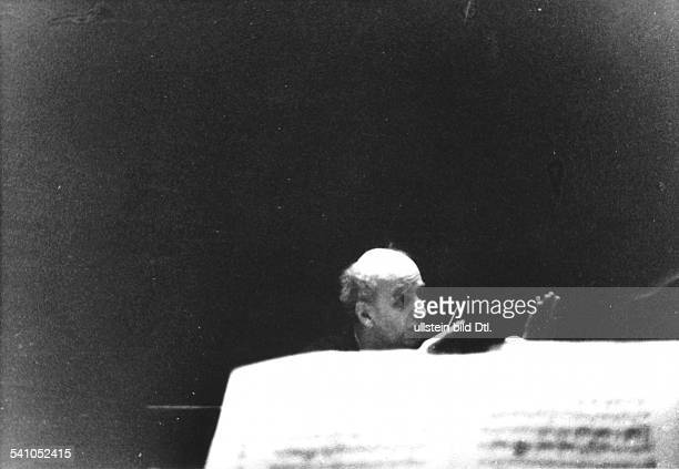 Furtwaengler Wilhelm *25011886Dirigent Komponist D waehrend einer Probe undatiert Foto Hanns Hubmann