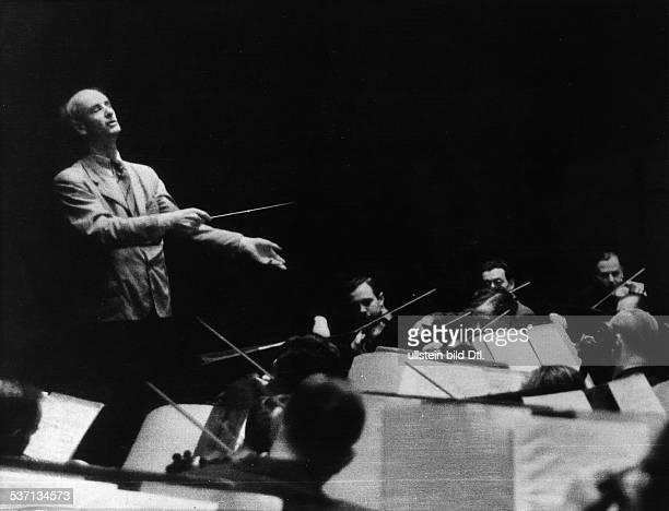 Furtwaengler Wilhelm Dirigent Komponist D bei einer Probe mit den Berliner Philharmonikern fuer Johannes Brahms' Sinfonie Nr 1 CMoll 1941