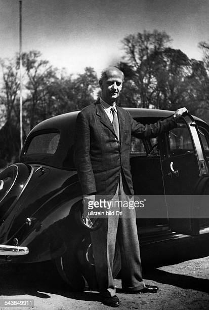 Furtwaengler Wilhelm Musician Conductor Germany*25011886 at a car Photographer Charlotte Willott 1953Vintage property of ullstein bild