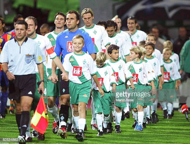 Fusball Champions League 04/05 Bremen SV Werder Bremen FC Valencia 21 Einlauf Bremen 290904