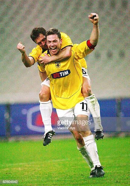 Fusball UEFA Pokal 04/05 Athen AEK Athen Alemannia Aachen 02 Schlussjubel Erik MEIJER Willi LANDGRAF / Aachen 151204
