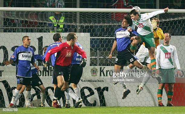 Fussball 1 Bundesliga 04/05 Bielefeld Arminia Bielefeld SV Werder Bremen 21 In den letzten Minuten wirft Bremen alles nach vorne und stuermt mit...