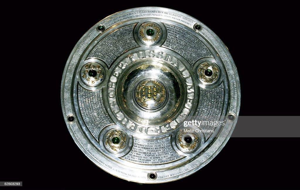 Fussball 1 Bundesliga 04/05 Bremen Eroeffnung ' Wuseum ' Werder Bremen Die Meisterschaftsschale von 04