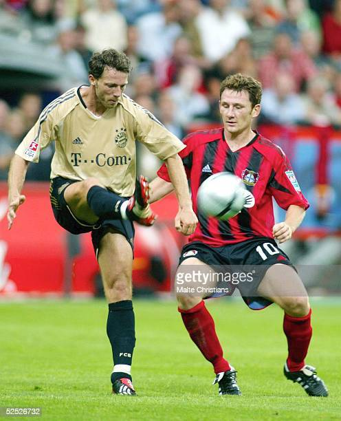 Fussball 1 Bundesliga 04/05 Leverkusen Bayer 04 Leverkusen FC Bayern Muenchen 41 Thomas LINKE / Muenchen Paul FREIER / Leverkusen 280804