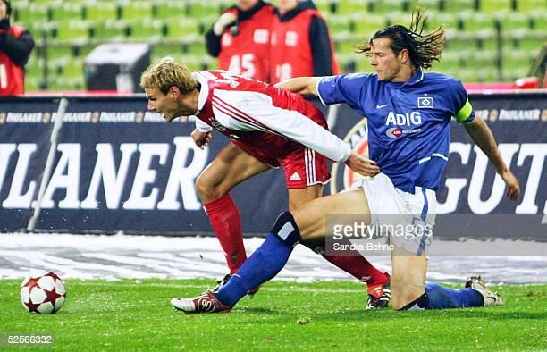 Fussball 1 Bundesliga 04/05 Muenchen FC Bayern Muenchen Hamburger SV 30 Alexander ZICKLER / FCB D VAN BUYTEN / HSV 210105