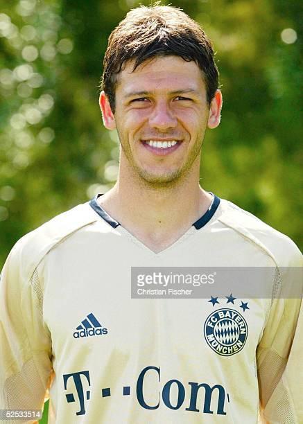 Fussball 1 Bundesliga 04/05 Muenchen FC Bayern Muenchen Mannschaftsportraits Portrait Martin DEMICHELIS 210704