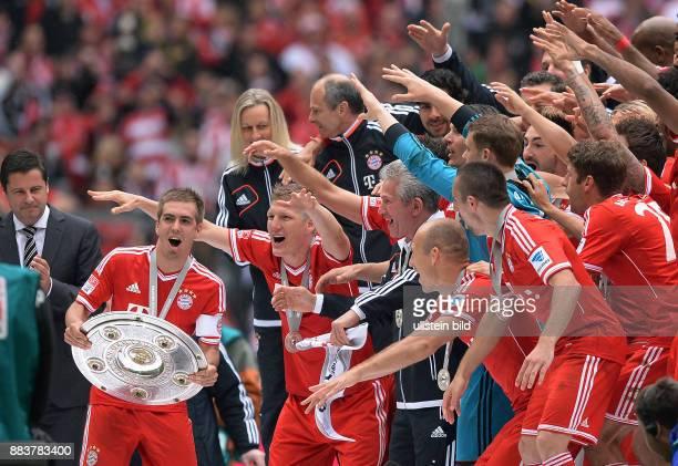 Fussball 1 Bundesliga Saison 2012/2013 34 Spieltag FC Bayern Muenchen FC Augsburg JUBEL Deutscher Meister 2012/2013 FC Bayern Muenchen Philipp Lahm...