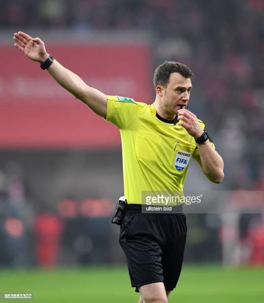 Fussball 1 Bundesliga Saison 2016/2017 16 Spieltag FC Bayern Muenchen RB Leipzig Schiedsrichter Felix Zwayer