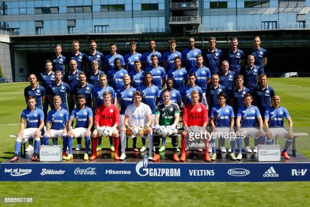 Fussball Bundesliga 2016/2017 FC Schalke 04 Team Reihe1vo vl Leiter Physiotherapie Thomas Kuehn Physiotherapeut Holger Remmers Physiotherapeut Tim...