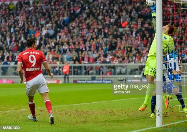 1 Fussball Bundesliga FC Bayern Muenchen Hertha BSC Berlin goal keeper Rune Jarstein is clearing the header by Robert Lewandowski 4th matchday...