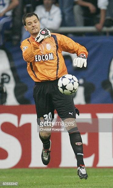 Fussball Champions League 03/04 Finale Gelsenkirchen FC Porto AS Monaco 30 Torwart Flavio ROMA / Monaco 260504