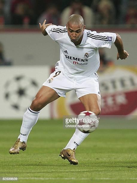 Fussball Champions League 04/05 Leverkusen Bayer 04 Leverkusen Real Madrid 30 RONALDO / Madrid 150904