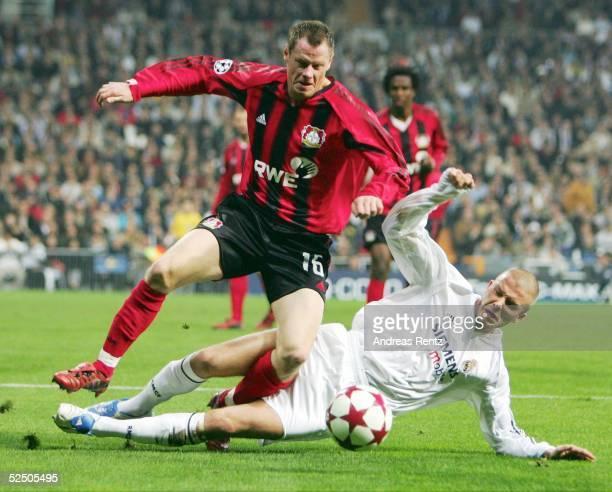 Fussball Champions League 04/05 Madrid Real Madrid Bayer 04 Leverkusen Jacek KRZYNOWEK / Leverkusen David BECKHAM / Madrid 231104