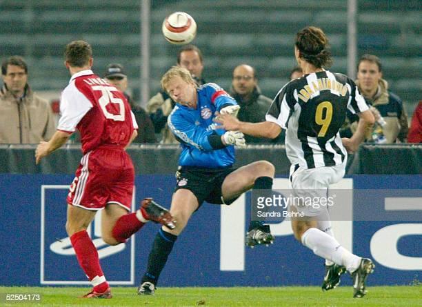 Fussball Champions League 04/05 Turin Juventus Turin FC Bayern Muenchen 10 vl Thomas LINKE Torwart Oliver KAHN / Bayern Zlatan IBRAHIMOVIC / Juve...