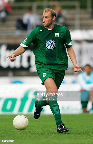 Fussball DFB Pokal 04/05 Koeln 1 FC Koeln VfL Wolfsburg 03 Durch den regelwidrigen Einsatz von Marian HRISTIV / Wolfsburg wurde den Wolfsburgern die...