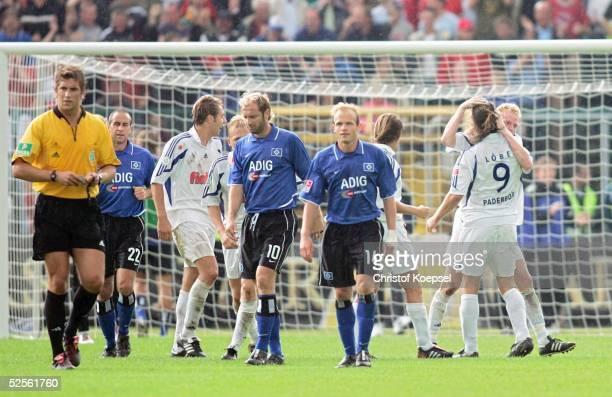 Fussball DFB Pokal 04/05 Paderborn SC Paderborn Hamburger SV 42 Schiedsrichter Robert Hoyzer 210804