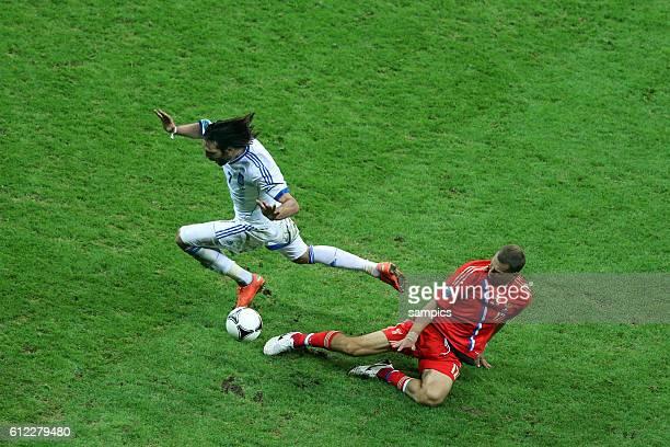 Giorgos Samaras gegen Alan Dsagojew Dzagoev Russland Russia Vorrunde Spiel 18 Gruppe Gruppe A Griechenland Russland 10 Fussball EM UEFA Euro...