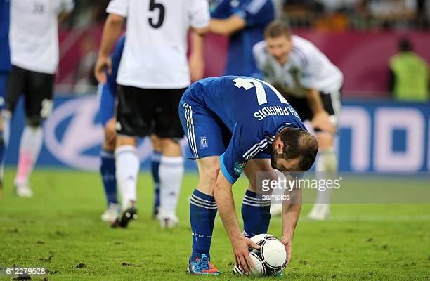 Dimitris Salpingidis beim Elfmeter Viertelfinale Quaterfinal 2 Deutschland Griechenland Germany Greece 42 Fussball EM UEFA Euro Europameisterschaft...