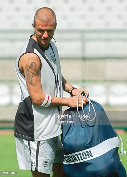 Fussball Euro 2004 in Portugal Dafundo Nationalmannschaft ENGLAND / Training David BECKHAM mit Tattoo 110604