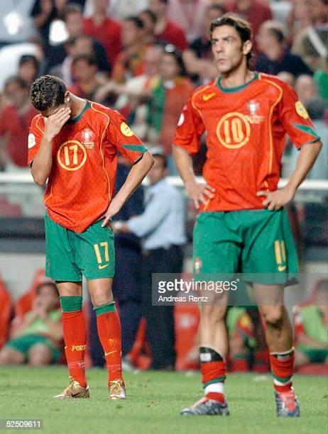 Fussball Euro 2004 in Portugal Finale / Spiel 31 Lissabon Portugal Griechenland 01 Cristian RONALDO RUI COSTA 010704