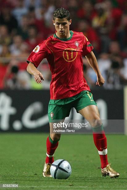 Fussball Euro 2004 in Portugal Vorrunde / Gruppe A / Spiel 10 Lissabon Russland Portugal 02 Cristiano RONALDO / POR 160604