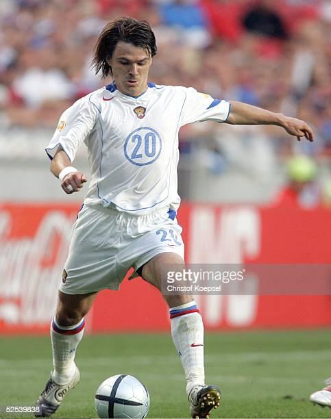 Fussball Euro 2004 in Portugal Vorrunde / Gruppe A / Spiel 10 Lissabon Russland Portugal 02 Dimitry LOSKOV / RUS 160604