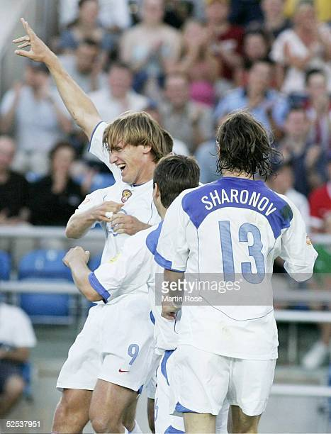 Fussball Euro 2004 in Portugal Vorrunde / Gruppe A / Spiel 18 Faro Russland Griechenland 21 Torjubel 20 Torschuetze Dmitri BULYKIN / RUS 200604
