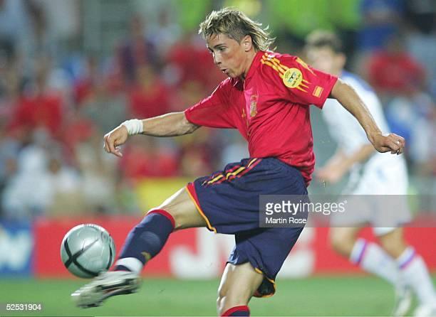 Fussball Euro 2004 in Portugal Vorrunde / Gruppe A / Spiel 2 Faro Spanien Russland 10 Fernando TORRES / ESP 120604