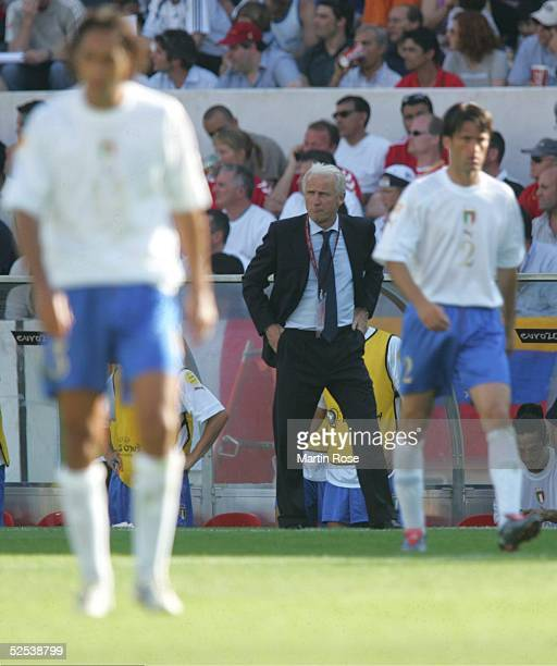 Fussball Euro 2004 in Portugal Vorrunde / Gruppe C / Spiel 5 Guimaraes Daenemark Italien 00 Giovanni TRAPATTONI / Trainer ITA 140604