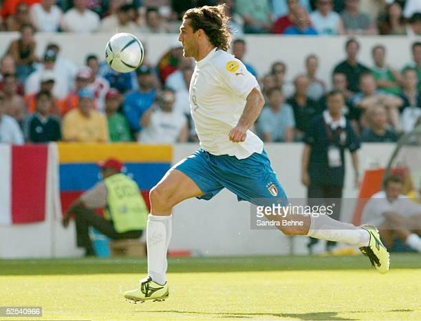 Fussball Euro 2004 in Portugal Vorrunde / Gruppe C / Spiel 5 Guimaraes Daenemark Italien Christian VIERI / ITA 140604