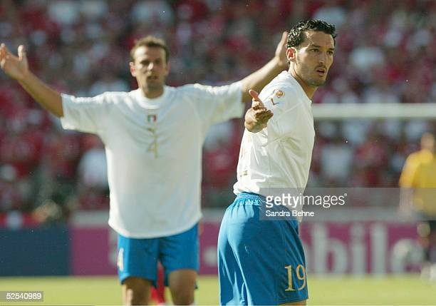 Fussball Euro 2004 in Portugal Vorrunde / Gruppe C / Spiel 5 Guimaraes Daenemark Italien vl Cristiano ZANETTI Gianluca ZAMBROTTA / ITA 140604