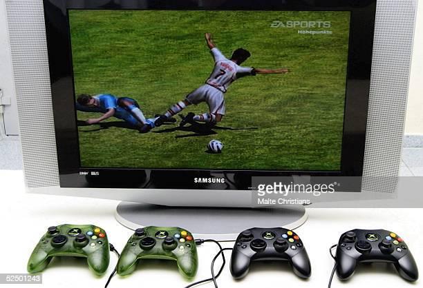 Fussball FIFA Interactive World Cup 2004 Hamburg Spielszene des Spiels Fifa 2004 auf der XBox 201104