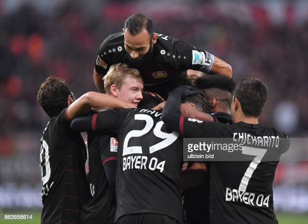 Fussball GER 1 Bundesliga Saison 2016 2017 10 Spieltag Jubel Hakan Calhanoglu Julian Brandt Oemer Toprak Ömer Toprak Kai Havertz Wendell Chicharito...