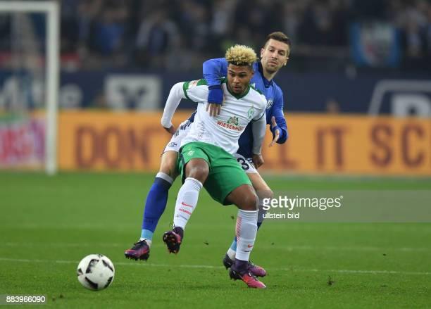Fussball GER 1 Bundesliga Saison 2016 2017 10 Spieltag FC Schalke 04 SV Werder Bremen Serge Gnabry vorne gegen Matija Nastasic