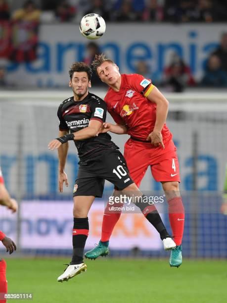 Fussball GER 1 Bundesliga Saison 2016 2017 11 Spieltag Willi Orban re gegen Hakan Calhanoglu
