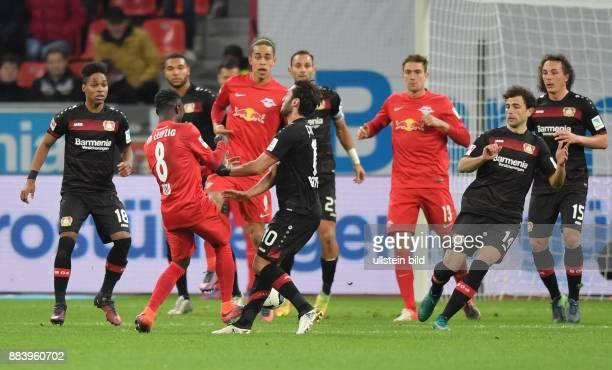Fussball GER 1 Bundesliga Saison 2016 2017 11 Spieltag Naby Keita 2 vli foult Hakan Calhanoglu