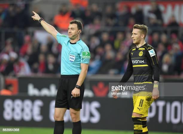 Fussball GER 1 Bundesliga Saison 2016 2017 14 Spieltag Schiedsrichter Felix Zwayer li und Marco Reus