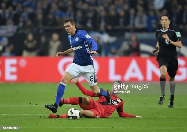 Fussball GER 1 Bundesliga Saison 2016 2017 14 Spieltag FC Schalke 04 Bayer 04 Leverkusen Leon Goretzka li gegen Hakan Calhanoglu
