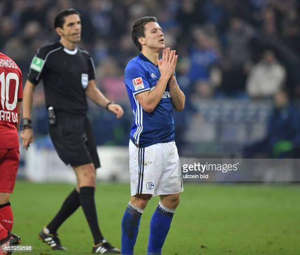 Fussball GER 1 Bundesliga Saison 2016 2017 14 Spieltag Yevhen Konoplyanka hinten Schiedsrichter Deniz Aytekin