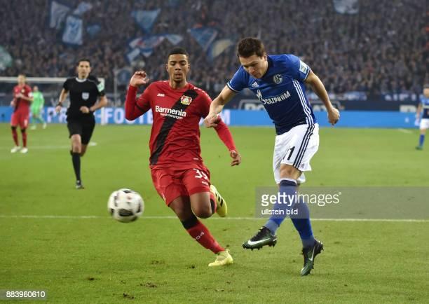 Fussball GER 1 Bundesliga Saison 2016 2017 14 Spieltag Yevhen Konoplyanka re gegen Benjamin Henrichs