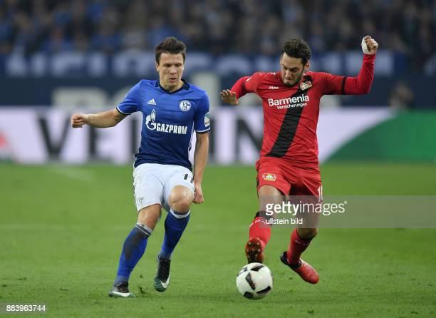 Fussball GER 1 Bundesliga Saison 2016 2017 14 Spieltag FC Schalke 04 Bayer 04 Leverkusen Yevhen Konoplyanka li gegen Hakan Calhanoglu