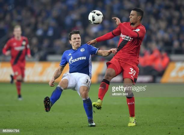 Fussball GER 1 Bundesliga Saison 2016 2017 14 Spieltag FC Schalke 04 Bayer 04 Leverkusen Yevhen Konoplyanka li gegen Benjamin Henrichs