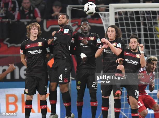 Fussball GER 1 Bundesliga Saison 2016 2017 15 Spieltag Freistossmauer vli Tin Jedvaj Jonathan Tah Danny da Costa Julian Baumgartlinger Hakan...