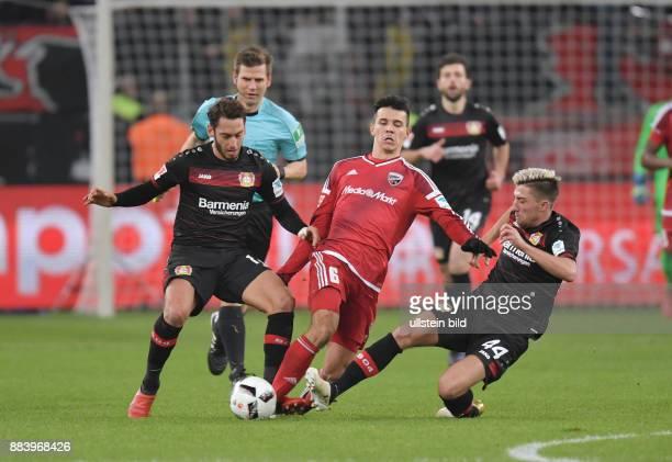 Fussball GER 1 Bundesliga Saison 2016 2017 15 Spieltag vli Hakan Calhanoglu Alfredo Morales Kevin Kampl hinten Schiedsrichter Frank Willenborg