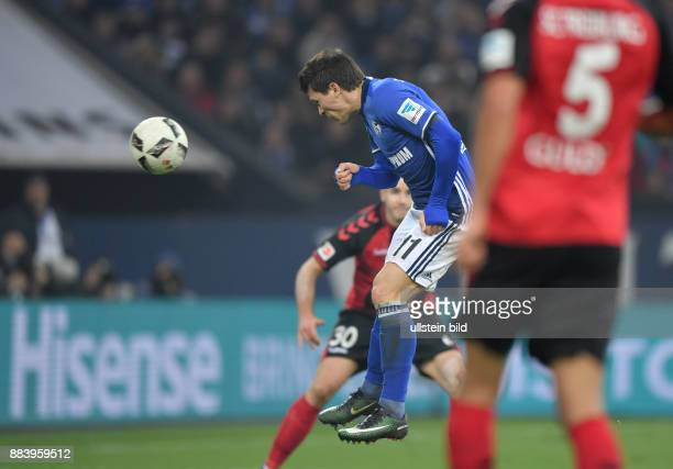 Fussball GER 1 Bundesliga Saison 2016 2017 15 Spieltag Yevhen Konoplyanka erzielt mit diesem Kopfball das Tor zum 11