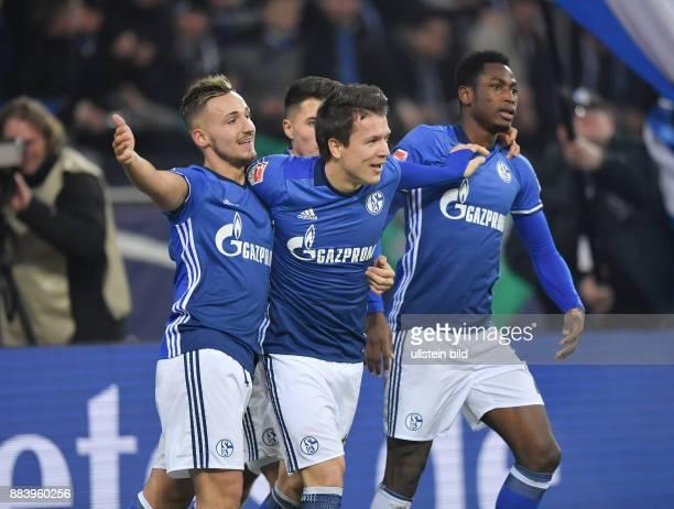 Fussball GER 1 Bundesliga Saison 2016 2017 15 Spieltag Jubel Schalke vli Donis Avdijaj Yevhen Konoplyanka Abdul Rahman Baba