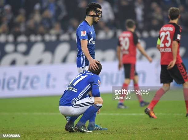 Fussball GER 1 Bundesliga Saison 2016 2017 15 Spieltag Nabil Bentaleb oben troestet Yevhen Konoplyanka